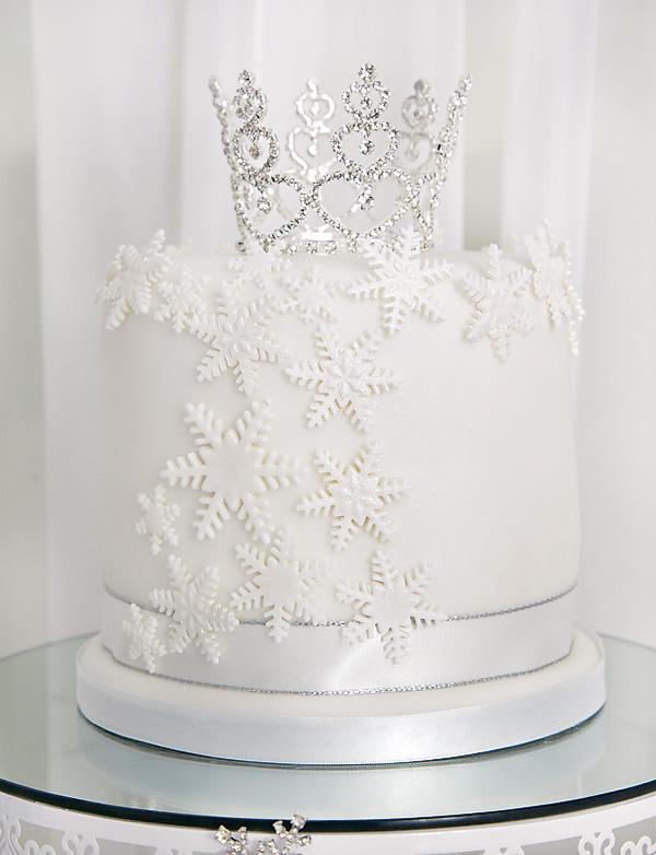 snow-princess-cake-with-tiara-topper